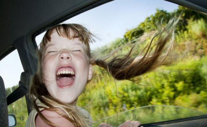 Τα παιδιά φοβούνται όταν οι γονείς οδηγούν επιθετικά