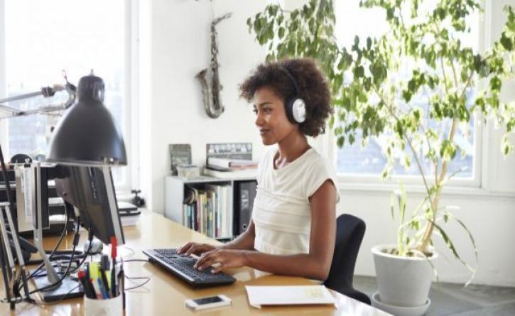 «Let the music play» και στο γραφείο! Θα γίνεις πιο αποδοτικός!
